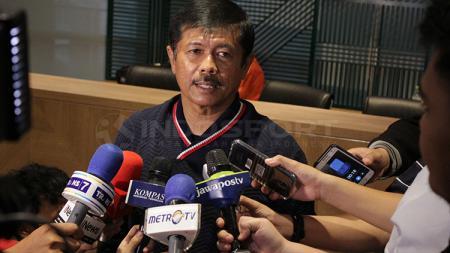 Indra Sjafri dalam preskon pengumuman pencopotan dari pelatih Timnas U-19. - INDOSPORT