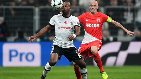 Ryan Babel, andalan Besiktas saat melawan Monaco. - INDOSPORT