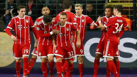 Para pemain Bayern Munchen usai melakukan selebrasi. - INDOSPORT
