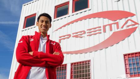 Pembalap Indonesia, Sean Gelael, akan membela tim Prema Racing pada F2 2018. - INDOSPORT