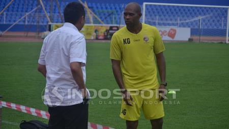 Keith Kayamba Gumbs saat masih menjadi asisten pelatih Sriwijaya FC. - INDOSPORT