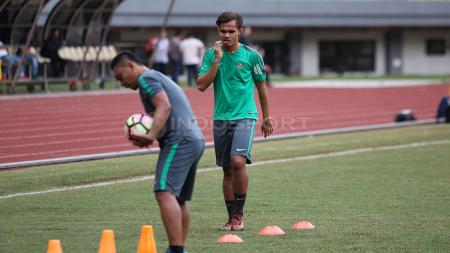 Rezaldi Hehanusa saat berlatih bersama Timnas Indonesia. - INDOSPORT