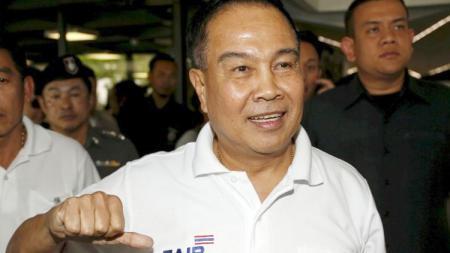 Presiden Federasi Sepak Bola Thailand, Somyot Poompanmoung, dikabarkan sangat kecewa dengan penampilan Timnas mereka di turnamen sepak bola Piala Raja 2019. REUTERS/Athit Perawongmetha. - INDOSPORT