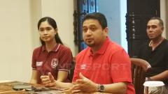 Indosport - CEO PSM Makassar, Munafri Arifuddin dalam jumpa pers penambahan kontrak Robert Rene Alberts.