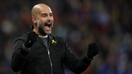 Pep Guardiola berselebrasi usai pemain Manchester City mencetak gol. - INDOSPORT