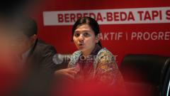 Indosport - Sekjen PSSI, Ratu Tisha (kanan) didamping Ketua Panitia Aceh World Solidarity Cup 2017, M Sakdan Abidin.