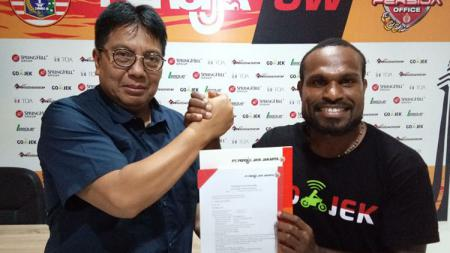 Apa kabar Septinus 'Hanoman' Alua? Eks Persija Jakarta dan pemain Persiba Balikpapan yang disanksi larangan bermain oleh PSSI pada September 2019. - INDOSPORT