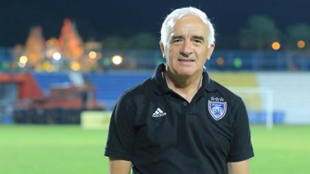 Mantan pelatih Persib Bandung, Roberto Carlos Mario Gomez. - INDOSPORT