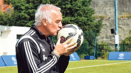 Pelatih anyar Persib Bandung, Roberto Carlos Mario Gomez. - INDOSPORT