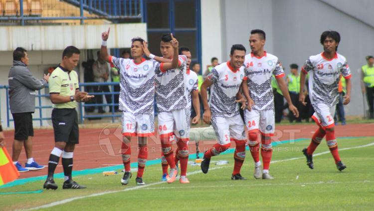 Aksi selebrasi para pemain Martapura FC usai cetak gol Copyright: Arif Rahman/INDOSPORT