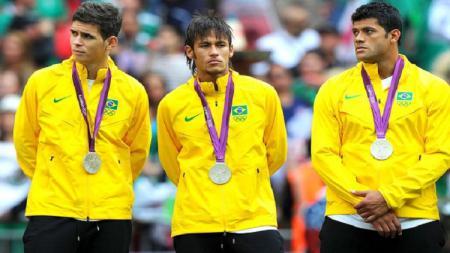 Oscar dan Hulk saat di Timnas Brasil - INDOSPORT