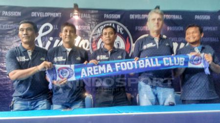 Tim kepelatihan baru Arema FC. - INDOSPORT