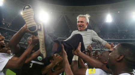 Pelatih yang membawa Belanda tembus final Piala Dunia 2010, Bert van Marwijk kembali ditunjuk menangani Uni Emirates Arab (UEA). - INDOSPORT