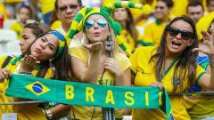 Indosport - Fans wanita Timnas Brasil yang terkenal cantik dan seksi