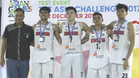Tim Putra Indonesia meraih medali perak. - INDOSPORT
