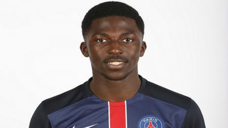 Manchester United resmi dapatkan pemain muda PSG, Aliou Badara Traore. - INDOSPORT