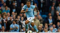 Indosport - Danilo, bek Manchester City, siap pindah ke Inter Milan karena jarang dimainkan.