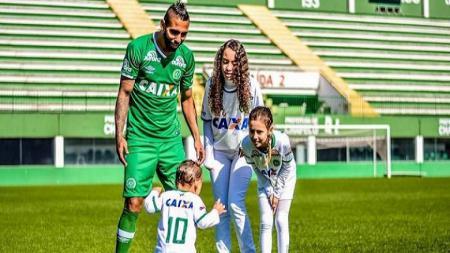 Demerson Bruno Costa saat masih memperkuat Chapecoense. - INDOSPORT