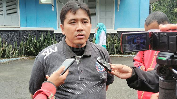 Media Officer Arema FC, Sudarmaji. Copyright: Ian Setiawan/INDOSPORT