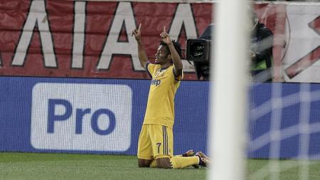 Juan Cuadrado merayakan gol yang ia cetak. - INDOSPORT