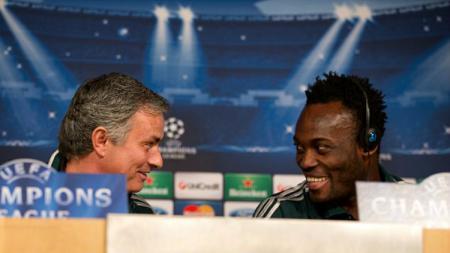 Essien dan Mourinho saat sama-sama di Chelsea - INDOSPORT