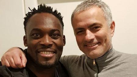 Michael Essien bertemu Jose Mourinho usai laga Manchester United vs CSKA Moskow. - INDOSPORT