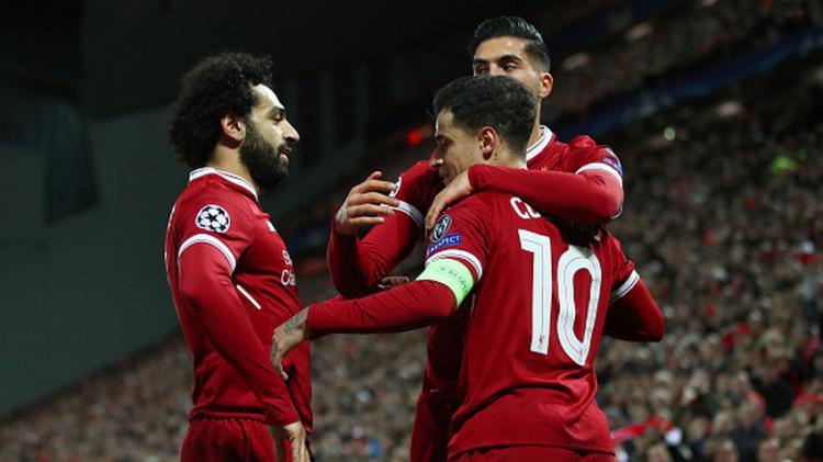 Selebrasi Coutinho bersama rekan-rekannya pasca mencetak gol. Copyright: INDOSPORT