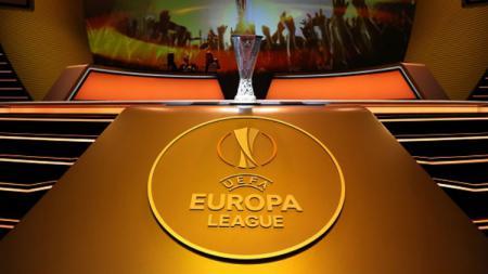 Trofi Liga Europa. - INDOSPORT