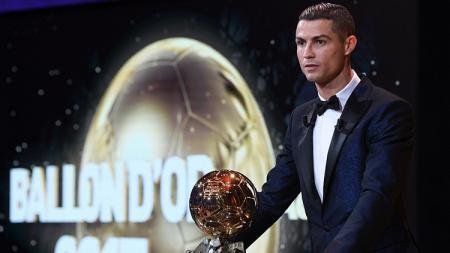 Cristiano Ronaldo berhasil meraih Ballon D'Or 2017. - INDOSPORT