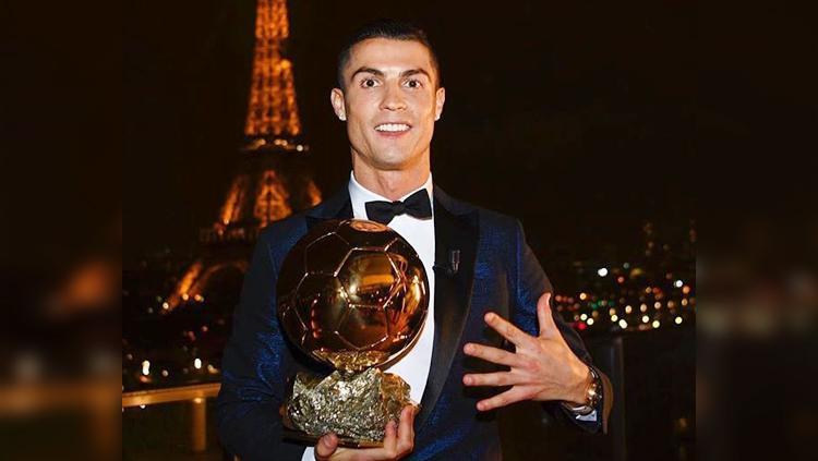 Cristiano Ronaldo berhasil meraih Ballon d Or 2017 Copyright: dailymail.co.uk