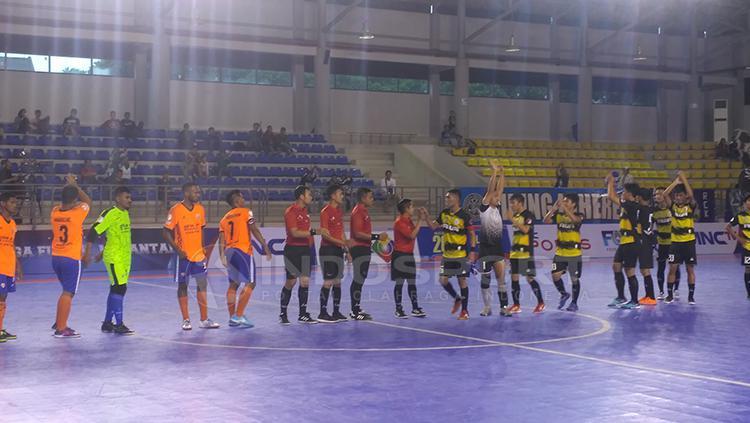 Situasi pertandingan Dumai FC vs Bifor FC. Copyright: Petrus Manus Da Yerimon/INDOSPORT