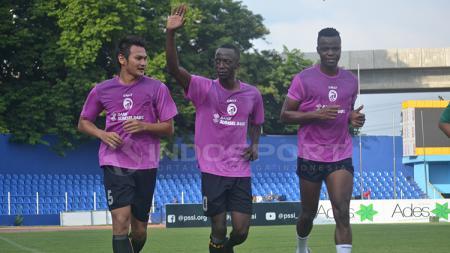 Dua pemain asing Sriwijaya FC asal Mali Makan Konate dan Mahamadou N'Diaye jalani latihan perdana bersama Sriwijaya FC. - INDOSPORT