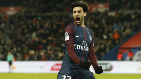 Javier Pastore merayakan golnya ke gawang Lille. - INDOSPORT
