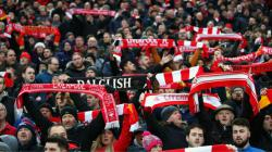 Suporter Liverpool memenuhi Stadion Anfield.