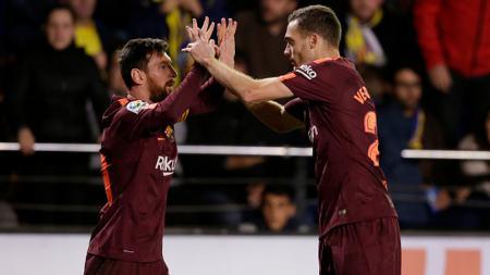 Lionel Messi berselebrasi dengan Vermalen. - INDOSPORT