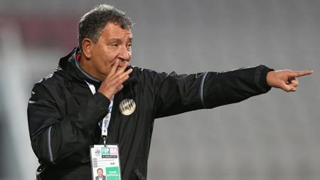 Pelatih Al-Jazira Club, Henk ten Cate. - INDOSPORT