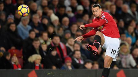 Bek sayap Manchester United, Luke Shaw, mengenang kembali 'kekejaman' Zlatan Ibrahimovic saat sesi latihan internal - INDOSPORT