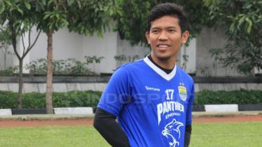 Eka Ramdani melakukan latihan bersama Persib Bandung. - INDOSPORT