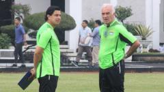 Indosport - Mario Gomez dan Fernando Soler saat jalani latihan persana bersama Persib Bandung.