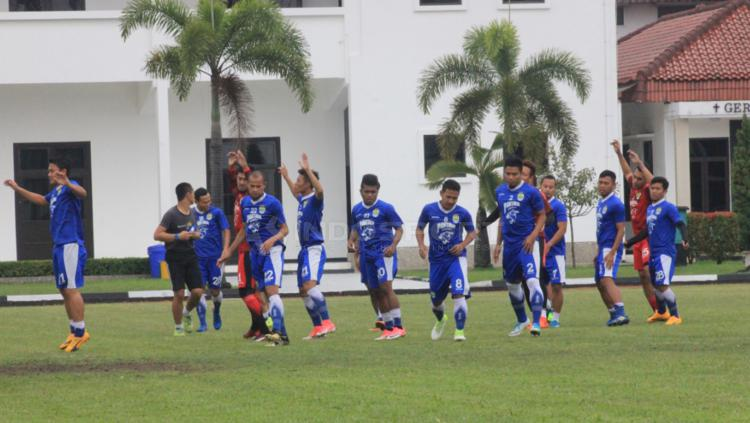 Situasi latihan para pemain Persib Bandung bersama Mario Gomez. Copyright: Arif Rahman/INDOSPORT