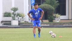 Indosport - Tony Sucipto jalani latihan perdana bersama pelatih Mario Gomez.