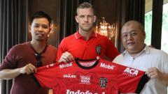 Indosport - Ilustrasi Kevin Brands saat diperkenalkan Bali United.