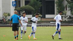 Indosport - Pemain Persib Bandung lakukan latihan.