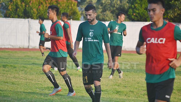 Manuchekhr Dzhalilov mengikuti latihan perdana bersama Sriwijaya FC di lapangan Venue Atletik Jakabaring Sport City. Copyright: Muhammad Effendi/INDOSPORT