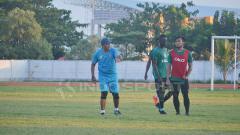 Indosport - Rahmad Darmawan bimbing latihan perdana bersama Sriwijaya FC.
