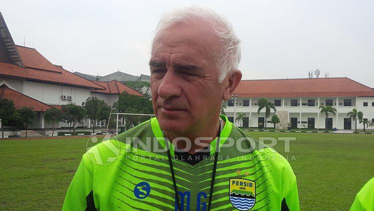 Pelatih Persib Bandung, Roberto Carlos Mario Gomez. Copyright: Arif Rahman/INDOSPORT