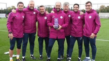 Pep Guardiola terpilih sebagai pelatih terbaik Liga Primer Inggris bulan November. - INDOSPORT