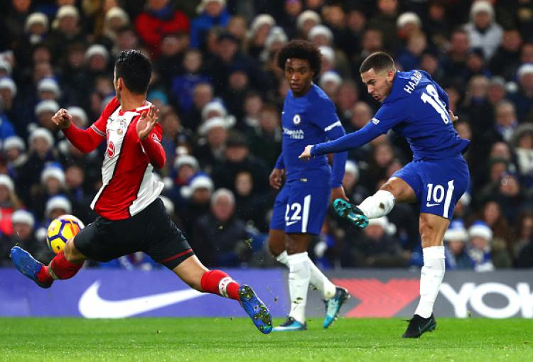 Eden Hazard saat melawan Southampton. Copyright: INDOSPORT