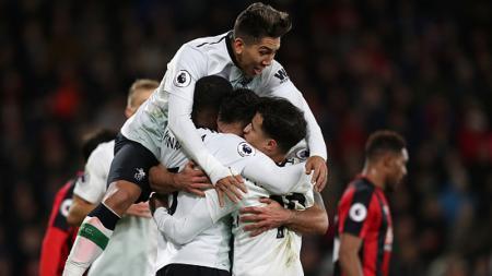 Skuat Liverpool merayakan gol yang dicetak oleh Dejan Lovren. - INDOSPORT