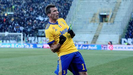Aksi selebrasi Mario Mandzukic saat membela Juventus. - INDOSPORT